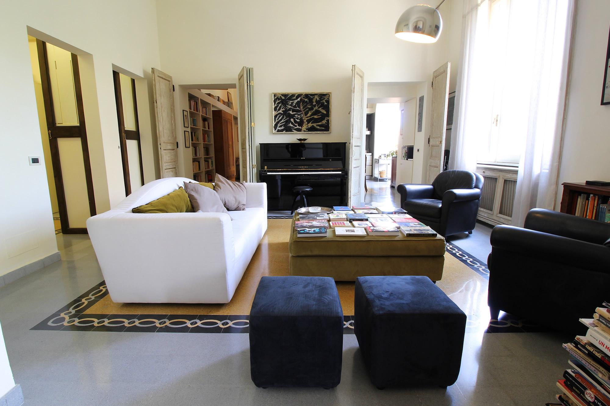 A home in the heart of monti rome maria laura berlinguer for Casa in stile vittoriano in vendita