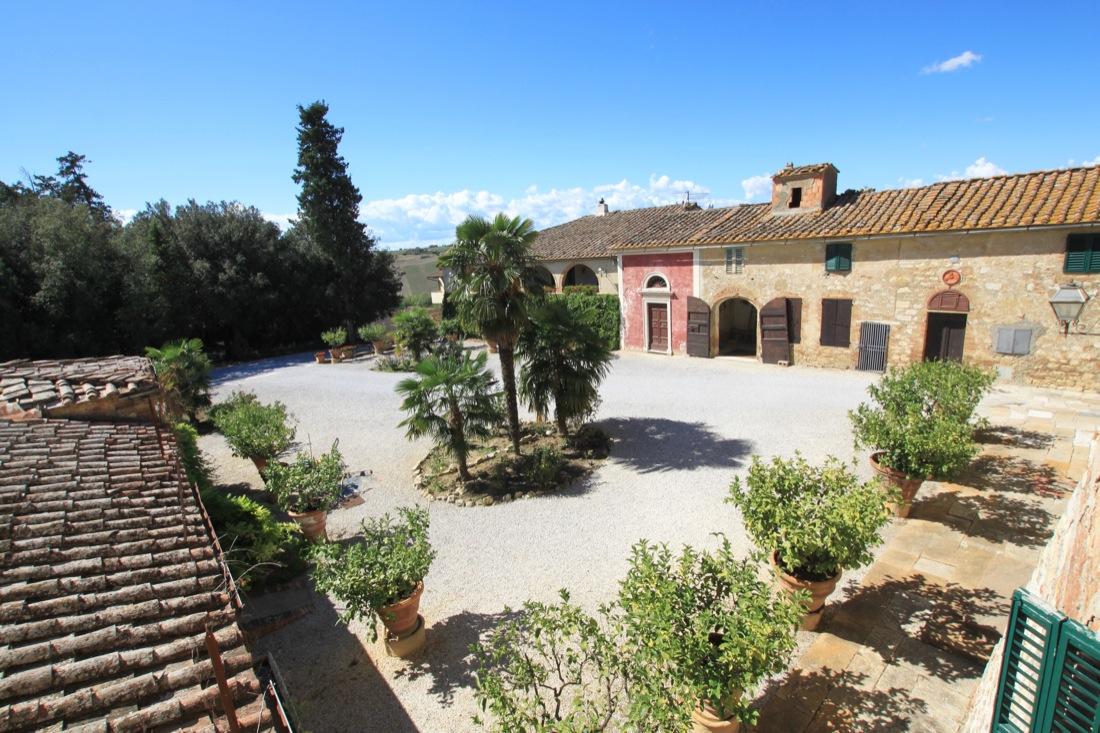Tenuta vinicola toscana in vendita maria laura for Case italiane immobiliare