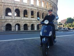Vivere Roma - maria laura berlinguer - stile italiano - made in italy - fatto in italia - vespa - tour come in un film - colosseo