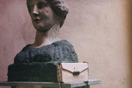 Antonio De Patrizi pelletteria napoletana - Borse made in italy - artigianato italiano - maria Laura Berlinguer Stile italiano - shopping negozio - moda donna - moda uomo