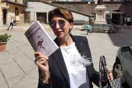 Cagliari al femminile guida turistica Claudia Rabellino Becce per Morellini editore - Maria Laura Berlinguer Stile Italiano book - fatto in italia - made in italy - viaggi - travel