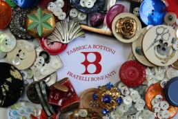 Fratelli Bonfanti bottoni made in italy - Maria Laura Berlinguer stile italiano fatto in italia - fashion bottoni donna uomo